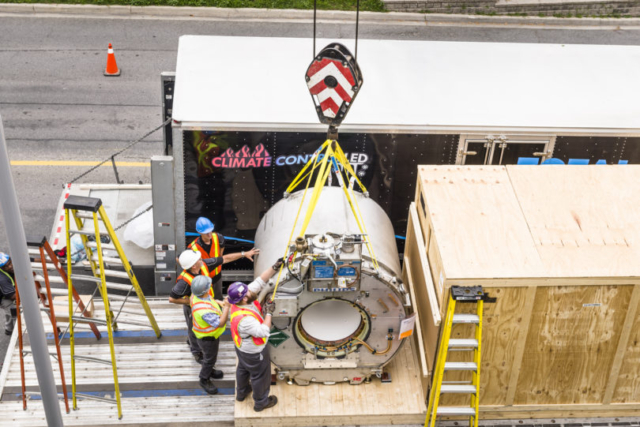 MR-Linac installation - Machine outside of the hospital